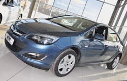 Треть продаж Opel пришлась на модель Astra J (87 машин), которая в этом году обзавелась и кузовом седан (на фото)