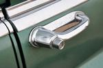 Ох уж эти раритетные дверные ручки с кнопками – в 20 веке они стали принадлежностью автомобилей самых разных классов