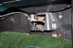 Дефлекторы кондиционера с тросовым приводом расположены у пола слева и справа