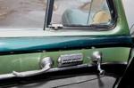 В распоряжении водителя централизованное управление стеклоподъемниками всех дверей, но кроме клавиш на передних дверях есть и отдельные рукоятки – это механический привод  форточек