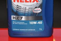SAE 10W-40 – типичный и самый распространенный класс вязкости для полусинтетического моторного масла, предлагаемого по демократичным ценам. Ориентировочные сроки замены – 7000-10000 км пробега