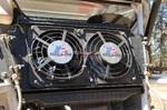 Вентиляторы на радиаторе работают от температурного датчика и тумблера. Расположение всего блока уже становится традиционным – шанс повредить минимален, в воде благодаря высокому расположению не побыв