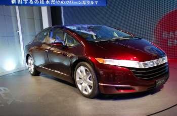 Автосалон в Токио   Внешне концепт Honda FCX может показаться вариацией на тему Civic, но с примесью философии Avancier. На деле ни то ни другое — этот автомобиль на топливных элементах поступит в свободную продажу уже в следующем году