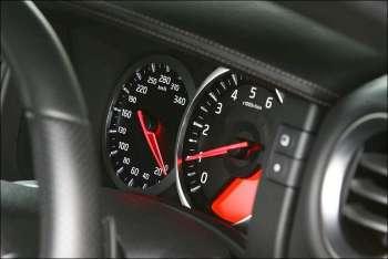 Nissan GT-R | Спидометр размечен с небольшим запасом — до 340 км/ч