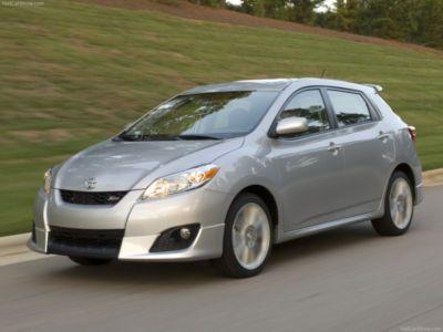   Раньше Toyota Matrix можно было считать даже компактвэном. Теперь это почти однозначно хэтчбек с легкой примесью кроссовера