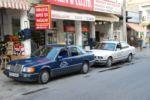 Только в России и на Северном Кипре можно увидеть такси как с правым (Mercedes), так и с левым (BMW) рулем | Северный Кипр
