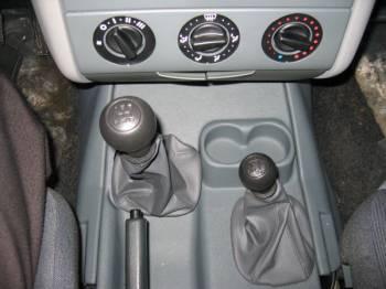 УАЗ-23602 | Блок управления трансмиссией лаконичен и понятен. Только вот гнезда для стаканов  больше напоминают емкость для мелочей