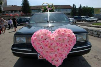 Иркутские лимузины | За обилием свадебных украшений иногда сложно распознать марку машины