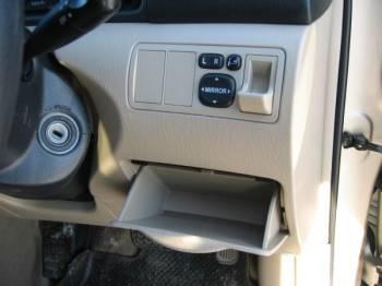 Toyota corolla runx | В бокс у рулевой колонки войдёт и бумажник, и мобильный телефон