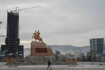 Монголия | Новостройки видны повсюду, в том числе деловые высотные здания в 30-35 этажей. Инвестиции делают свое дело, хотя о гармоничном соблюдении архитектурных ансамблей, кажется, никто не заботится