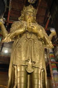 Монголия | Это самое значительное сокровище главного храма — 26-метровая позолоченная статуя Будды