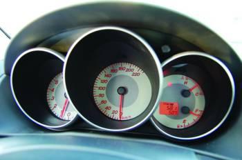 Mazda 3 • honda civic | Глубокие колодцы со стоящими вертикально стрелками прекрасны. Не всякого, правда, устроит красная подсветка приборов
