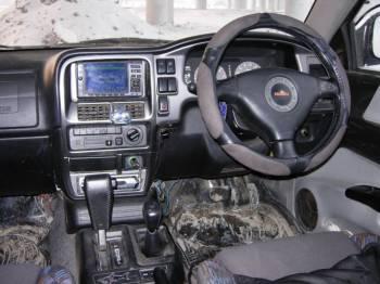 Isuzu vehicross   Передняя панель VehiCross безупречным дизайном и «фактурной эстетикой» не блещет. Попросту говоря — давно морально устарела. Но собрано все добротно