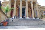 Одной из самых знаменитых  в мире эта лестница у Театра Массимо стала благодаря финальному эпизоду трилогии о «Крестном отце», по моему мнению — самой драматичной сцене в истории мирового кино. Именно здесь герой Эль Пачино — Майкл Корлеоне, сходит с ума, уви   Сицилия