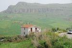 Если бы у меня была возможность выбирать, я бы променял все на жизнь в подобном домике на холмах Сицилии. И был бы при этом самым счастливым на свете — как и большинство сицилийцев   Сицилия