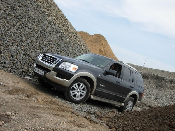 Ford Explorer & Nissan Pathfinder