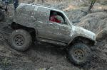 Отсутствие свесов, короткая база, отменные в грязи шины на 38,5, клиренс около 50 см, гладкое днище, блокировки плюс водительское мастерство — по проходимости этот читинский монстр не вызывал сомнений теоретически, и достойно показал себя практически | Isuzu Bighorn