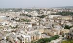 Мальта является второй по плотности населения страной мира. Совсем небольшие городки переплетены между собой так, что даже сами мальтийцы не знают, где кончается один и начинается следующий | Мальта