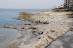 На Мальте всего 15 песчаных пляжей, и они разбросаны по всему острову. Но зато купальный сезон продолжается с апреля по октябрь (снимки сделаны в начале апреля). Чаще встречаются карстовые образования, хождения по которым — почти экстрим: нога может запросто  | Мальта