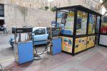 Из-за тесноты на улицах заправки «монтируются» прямо в проезжую часть. Вечером, ночью и в выходные работают только крупные АЗС, да и то — в автоматическом режиме | Мальта