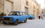 Периодически на улицах попадаются российские автомобили в весьма почтенном состоянии — с правым рулем, естественно | Мальта