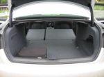 Грузовые способности «четверки» многократно повышаются после складывания по частям спинки заднего дивана | Audi A4