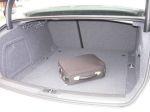 Безотносительно классовой принадлежности автомобиля, багажник А4 следует признать отлично приспособленным для перевозки грузов | Audi A4