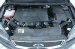 Моторный отсек полностью укрыт пластиком, даже аккумулятор под крышкой | Ford Focus