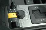 Блоки управления трансмиссией и подвеской у Range Rover и Discovery схожие: на рычажках и рукоятках, с условными, но понятными символами: песок, колея, крутые уклоны и др.  | Land Rover