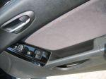 Пользоваться клавишами стеклоподъемников не очень удобно — их расположение на обивке дверей далеко от оптимального | Mazda RX-8