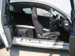 Видеть такую «калитку» в салон автомобиля как минимум непривычно. Зато очевидно, что под «зум-зумовским» нарядом спорткупе на самом деле маскируется четырехдверный седан. Может, не самый обычный, но все-таки седан | Mazda RX-8