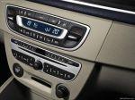 Блоки управления климатом и аудиосистемой практически копируют таковые у более крупной модели Laguna   Renault Megane