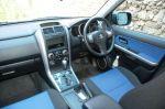 Цветовая гамма обивки исполнения Salomon несколько разнообразит скукоту стиля, но материалы использованы слишком простецкие | Suzuki Escudo & Honda CR-V
