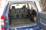 Если не проводить прямого сравнения с Honda, то багажник Escudo можно признать достаточно вместительным | Suzuki Escudo & Honda CR-V