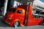 Немного фантазии — и старый полукапотный грузовичок Ford невесть какого «мохнатого» года выпуска превращается в импозантный тягач-эвакуатор! | SEMA Show
