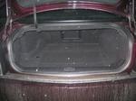 Для такого автомобиля наличие багажника — не более чем обязательный атрибут кузова «седан». Но лючок в салон на всякий случай имеется | Cadillac STS