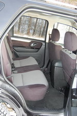 Салон «Форда» может показаться тесным, но только после Avancier — на самом деле пространства для пассажиров здесь достаточно. Минус — нет собственных дефлекторов обдува, но это обстоятельство с лихвой компенсируется мощной печкой и отсутствием «лишнего» объем | Honda Avancier/Ford Escape