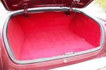 Над компоновкой и лишними литрами багажного объема в 50-60-х годах не думали — цельный мост и бак съели максимум объема. В нашем случае грузовой отсек вообще вещь не практическая, а эстетическая. Кстати, бак оставлен штатным, но в него врезан топливный насос  | ГАЗ-21 1G-FE