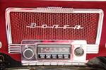 Эффектное по оформлению радио нельзя было не оставить на месте, даже несмотря на то, что волны, на которых оно работает, уже не используются | ГАЗ-21 1G-FE