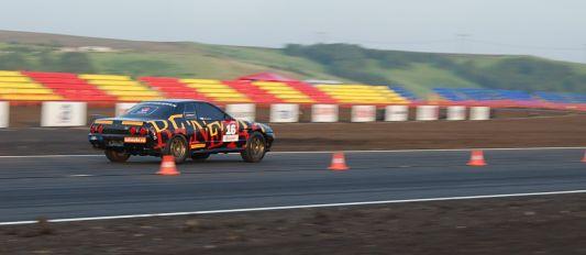 Владивостокские   драгстеры | Этим рекордным заездом на Драг-Битве-2007 Роман доказал, что его GT-R по-прежнему самый быстрый драгстер в России. Чистое время, за которое   автомобиль преодолел 402 метра – 8,8 секунды