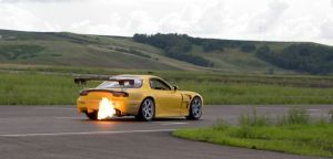 Mazda RX-7 Time Attack Spec | За неимением системы дожига топлива в средней части выхлопного тракта Сompetition присутствует пламегаситель. Но, как показывает практика кольцевых заездов, со своими обязанностями он справляется не всегда