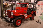 Красный цвет для Willys совсем не характерен, но если это демонстрационный экземпляр на стенде фирмы Warn, к тому же оборудованный ретро-электролебедкой, тогда все объясняется. К тому же в остальном этот джип полностью соответствует своему времени | SEMA Show: ретро
