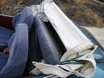 За спинками передних сидений прячется дополнительный двухместный складной диванчик. Однако говорить об удобстве посадки на нем не приходится… | Tatra 57A Sport