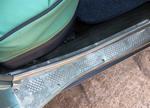Каждый саморез, крепящий эту накладку, оригинален и зачищен от коррозии вручную | ГАЗ 21 УС «Волга»