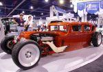Пожалуй, самый интересный из всех классических хот-родов проект, гармонично сочетающий «несочетаемое». Кузов Studebaker 1931 года выпуска, двигатель Chevrolet со сдвоенными карбюраторами, выхлопная система Zoomie, уникальные диски Centerline Smoothie, специал | SEMA Show
