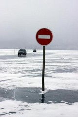 МЧС предупреждает об опасности выезда на лед Байкала
