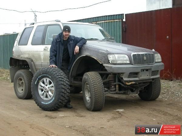 Сергей Рогов и его самоходное шасси «БигКроун»