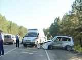 Четыре человека пострадали в серьезной автоаварии на Александровском тракте