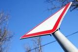 Житель Красноярского края отсудил 242,4 тысячи рублей за ДТП из-за отсутствия дорожных знаков