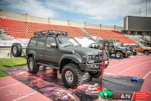 Toyota Land Cruiser 80 «BlackWanderer»